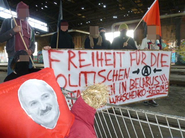 [Transparent: Freiheit für doe politischen Gefangenen in Belarus – Nieder mit dem Lukaschenko-Regime]
